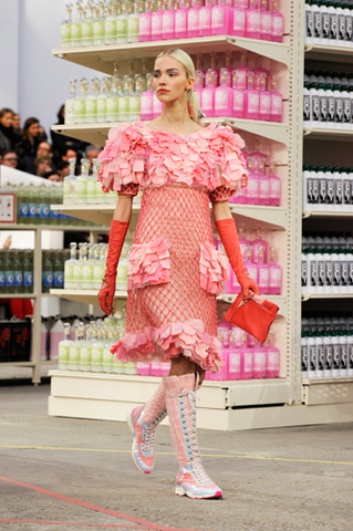 chanel-fall-winter-2014-15-ready-to-wear-look-18