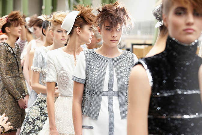 chanel-haute-couture-fall-winter-2014-15-backstage-03