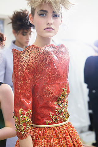 chanel-haute-couture-fall-winter-2014-15-backstage-06