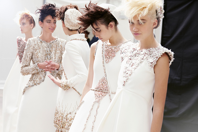 chanel-haute-couture-fall-winter-2014-15-backstage-10