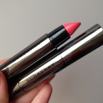 Помады Burberry Full Kisses ##501, 513: обзор и свотчи